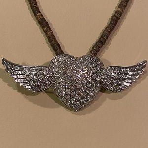 New heart w/wings magnetic pendant w/ brwnbead nek